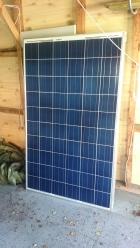 Solcellene fra REC på plass i garasjen.